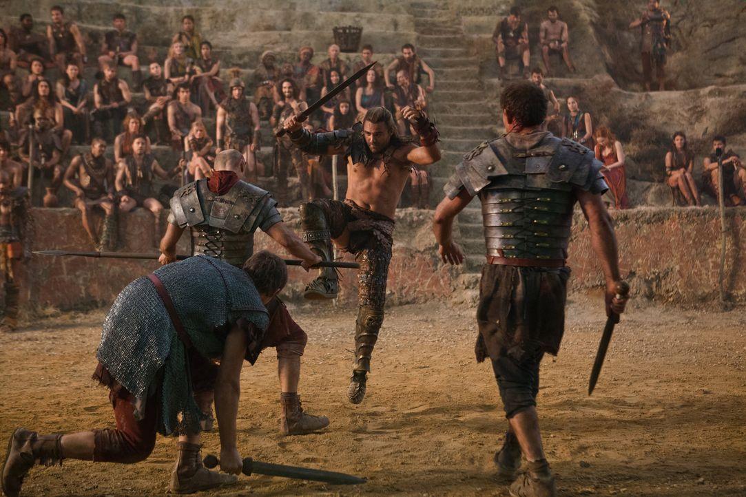 Um Crixus' Ermordung zu rächen, beschließt Spartacus, die gefangen genommenen römischen Soldaten als Gladiatoren in einer Arena vorführen zu lassen.... - Bildquelle: 2012 Starz Entertainment, LLC. All rights reserved.
