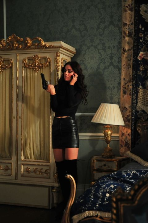 Während Cyrus sich schon auf den Thron sieht, rechnet er nicht damit, dass Prinzessin Elanor (Alexandra Park) ihm entgegen tritt ... - Bildquelle: Helen Vidler 2014 E! Entertainment Media, LLC