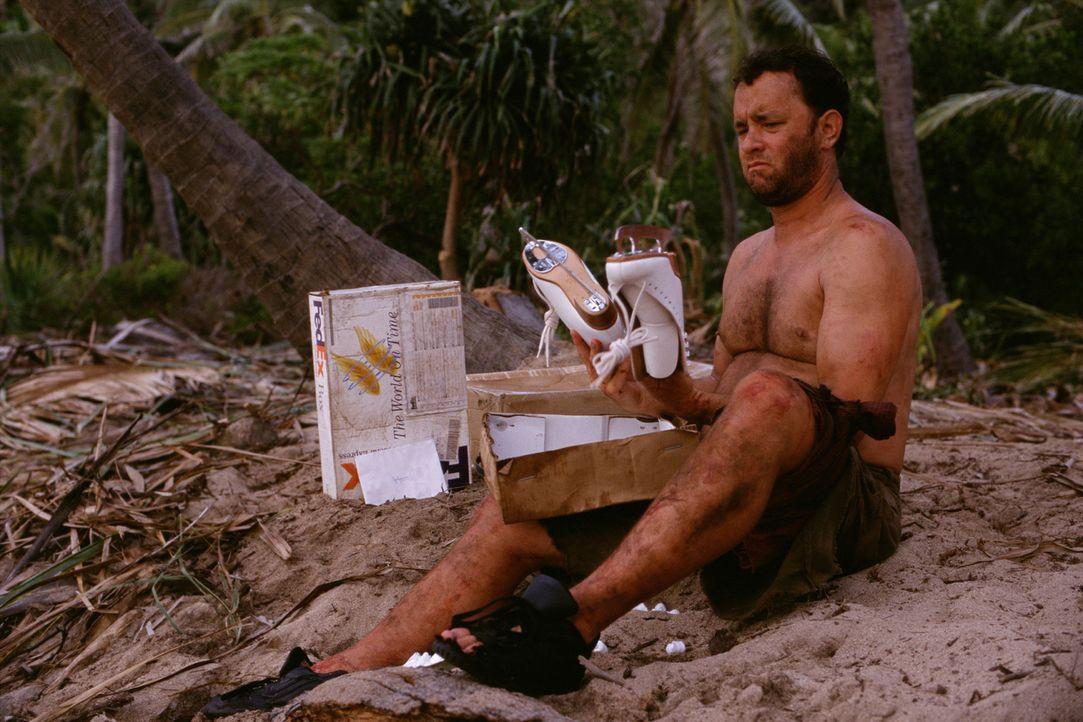Fernab von der Zivilisation wird der Überlebenswille von Chuck (Tom Hanks) stark auf die Probe gestellt. Eines Tages wird ein alter Volleyball an se... - Bildquelle: Francois Duhamel 2001 Twentieth Century Fox Film Corporation and Dreamworks LLC. All rights reserved