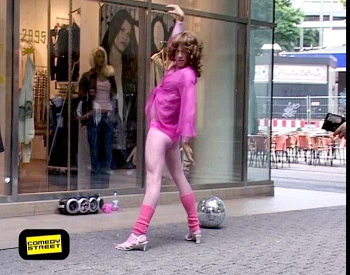 comedystreet-st-04-epi-01-grab-simon-gosejohann-10-prosiebenjpg 700 x 550 - Bildquelle: Guido Ohlenbostel ProSieben