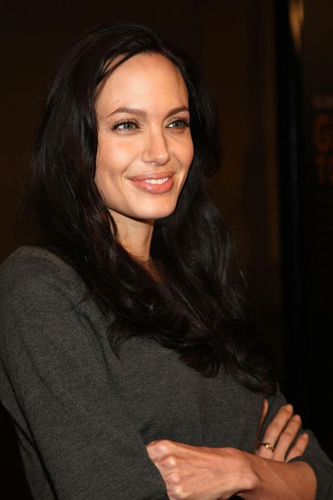 angelina-jolie-08-12-09-getty-afpjpg 833 x 1250 - Bildquelle: getty AFP