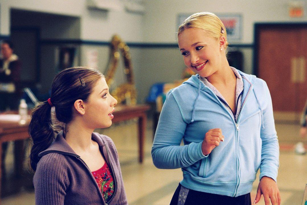 Casey (Michelle Trachtenberg, l.) hat nur einen Traum: Sie will Eistänzerin werden. Als sie dann die einmalige Chance bekommt, mit der erfolgreichen... - Bildquelle: 2005 Disney Enterprises, Inc.
