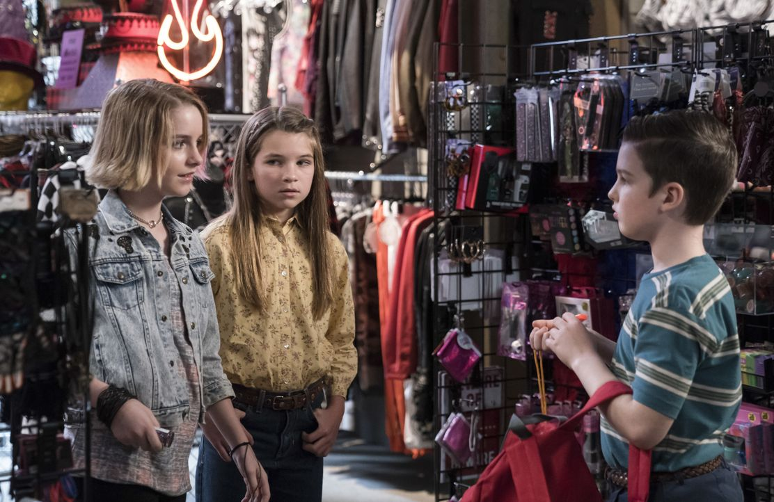 (v.l.n.r.) Paige (Mckenna Grace); Missy Cooper (Raegan Revord); Sheldon Cooper (Iain Armitage) - Bildquelle: 2019 Warner Bros. Entertainment Inc.  All Rights Reserved.