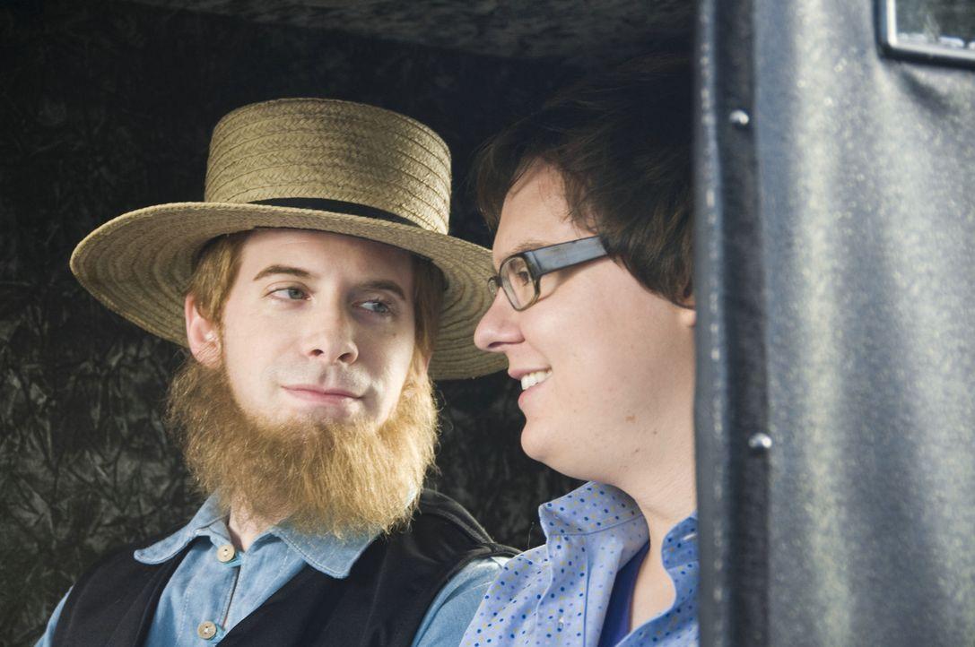 Als Retter in der Not für Lance (Clark Duke, r.) und Ian erweist sich Amish Ezekial (Seth Green, l.) ... - Bildquelle: 2008 Summit Entertainment, LLC. All rights reserved
