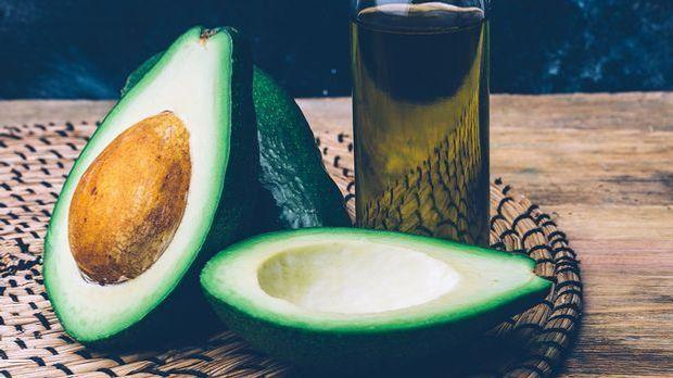 Die pflegenden Öle der Avocado sind eine Basis für eine selbstgemachte Haarkur