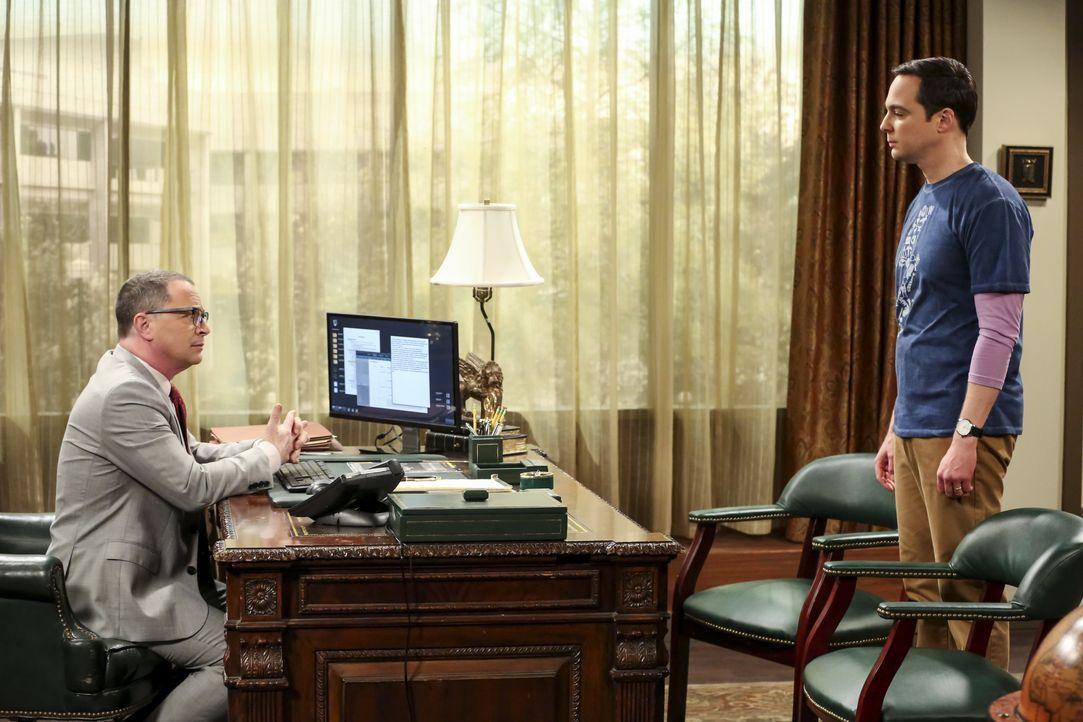 Präsident Siebert (Joshua Malina, l.); Sheldon Cooper (Jim Parsons, r.) - Bildquelle: Michael Yarish 2018 WBEI. All rights reserved. / Michael Yarish