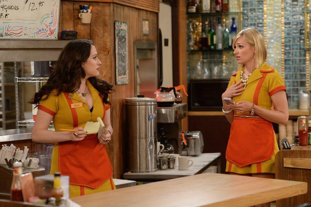 Da haben sie sich was eingebrockt: Caroline (Beth Behrs, r.) und Max (Kat Dennings, l.) verärgern die LGBT-Community und sehen sich so ohne Kunden i... - Bildquelle: Warner Brothers