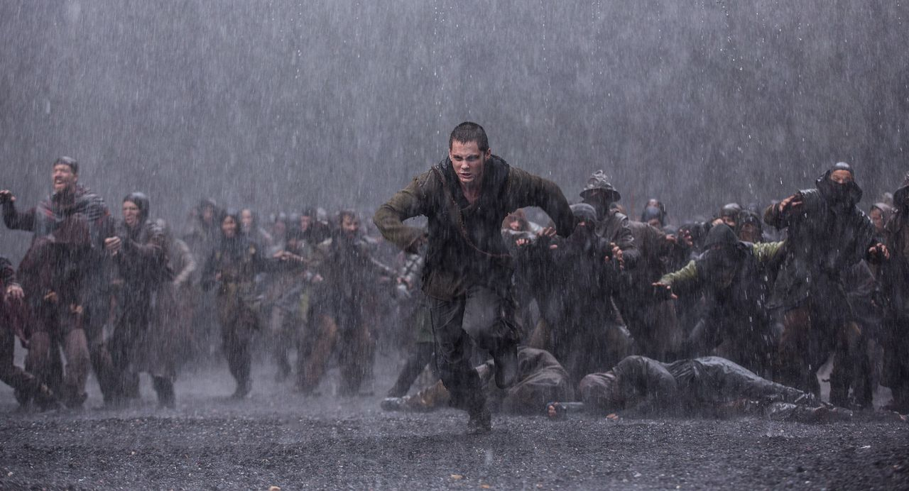 Der junge Ham (Logan Lerman) lässt sich von Tubal Cain gegen seinen Vater Noah aufbringen, nachdem dieser sich weigerte, Tubal-Kain und seine Kriege... - Bildquelle: 2014 Paramount Pictures Corporation. All rights reserved.
