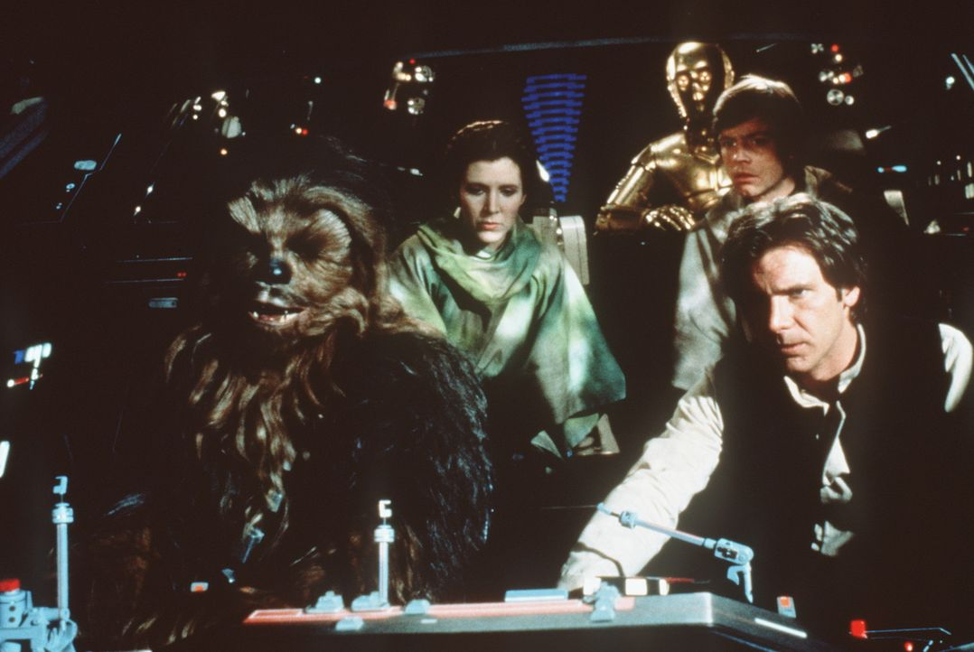 Um das Schutzschild des Todessterns zerstören zu können erbeuten, Chewbacca (Peter Mayhew, l.), Prinzessin Leia (Carrie Fisher, 2.v.l.), C-3PO (An... - Bildquelle: Lucasfilm LTD. & TM. All Rights Reserved.