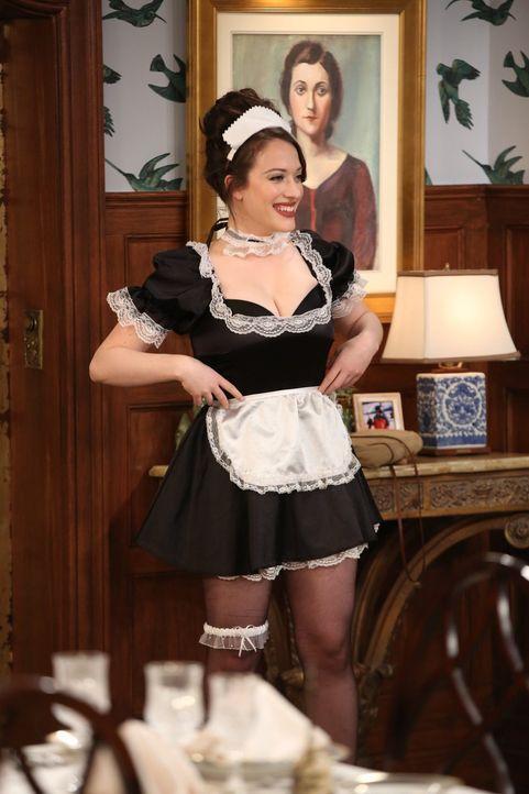 Max (Kat Dennings) hat sofort das richtige Outfit parat, als Caroline sie bittet, Hausmädchen zu spielen. Doch ob sie mit diesem Outfit, die aus dem... - Bildquelle: Warner Brothers