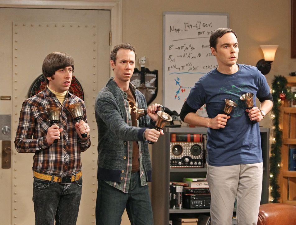 Während Raj mit den Mädels in einen Nachtclub gegangen ist, spielen Sheldon (Jim Parsons, M.), Howard (Simon Helberg, l.), Leonard und Stuart (Kevin... - Bildquelle: Warner Bros. Television