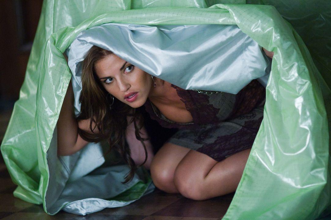 Spielt ein doppeltes Spiel: Agentin Isabella (Marika Dominczyk) ... - Bildquelle: Warner Brothers