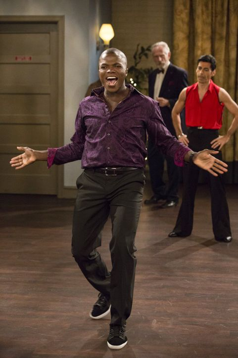 Im Gegensatz zu Mike hat Carl (Reno Wilson) jede Menge Spaß bei der Salsa-Tanzstunde ... - Bildquelle: Warner Brothers