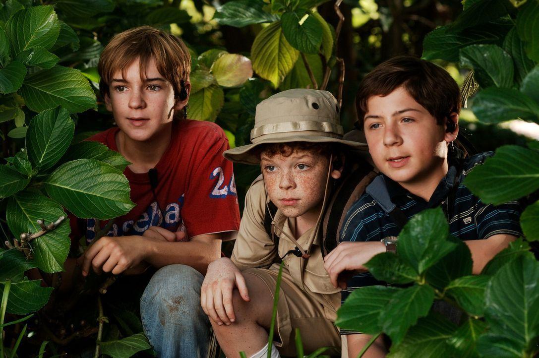 Die drei Fragezeichen Justus (Chancellor Miller, r.), Peter (Nick Price, l.) und Bob (Cameron Monaghan, M.) begeben sich in große Gefahr, weil sie C... - Bildquelle: Buena Vista Pictures