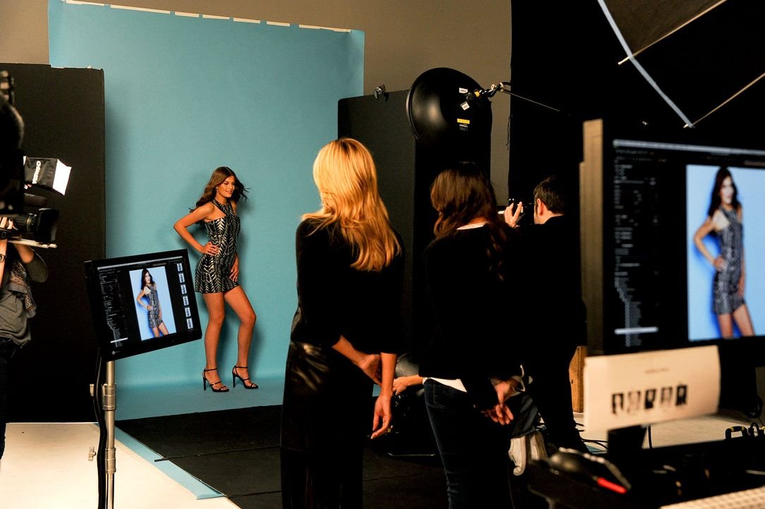 GNTM-Stf10-Epi14-Cosmo-Cover-Shooting-019-ProSieben-Micah-Smith - Bildquelle: ProSieben/ Micah Smith