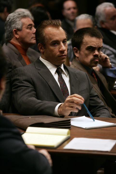 Da DiNorscio (Vin Diesel, l.) vor Beginn des Prozesses bereits zu 30 Jahren verurteilt wurde und nichts mehr zu verlieren hat, beschließt er, sich s... - Bildquelle: 2006 Yari Film Group Releasing, LLC