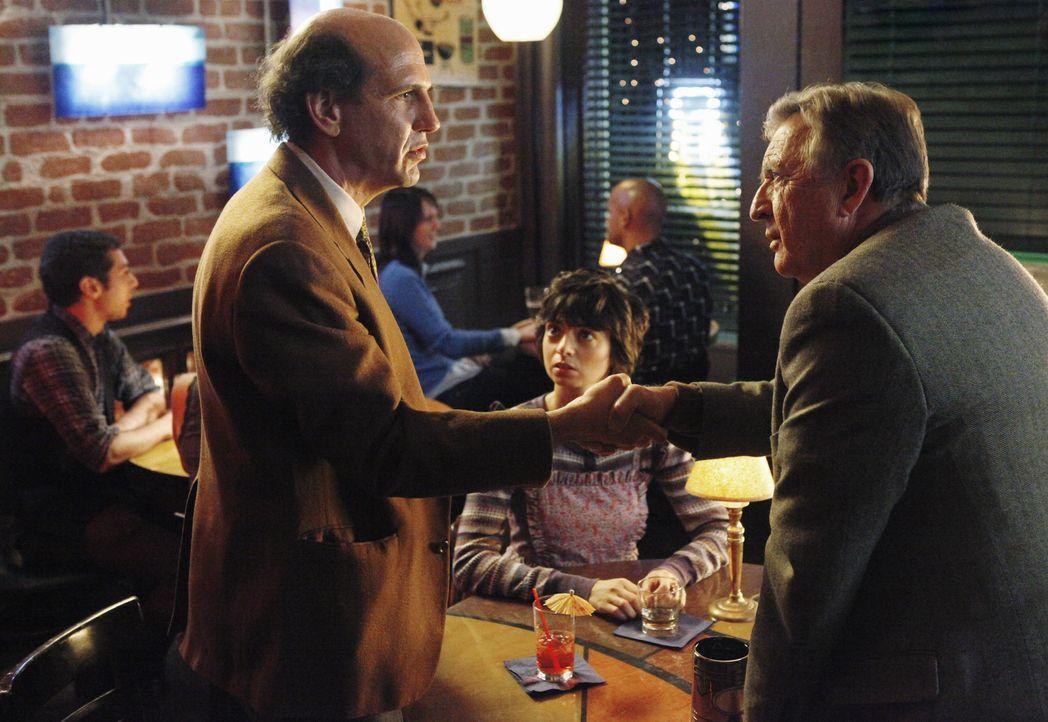 Ted (Sam Lloyd, l.) verlässt das Secret Heart, um mit Gooch (Kate Micucci, M.) durch Amerika zu reisen, und wird wider Erwarten von Dr. Kelso (Ken... - Bildquelle: Touchstone Television