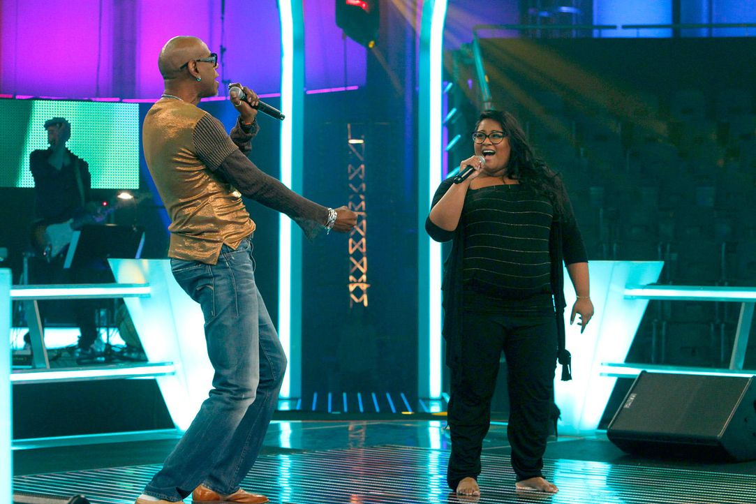 battle-michelle-vs-dennis-02-the-voice-of-germany-richard-huebnerjpg 1700 x 1133 - Bildquelle: SAT1/ProSieben/Richard Hübner