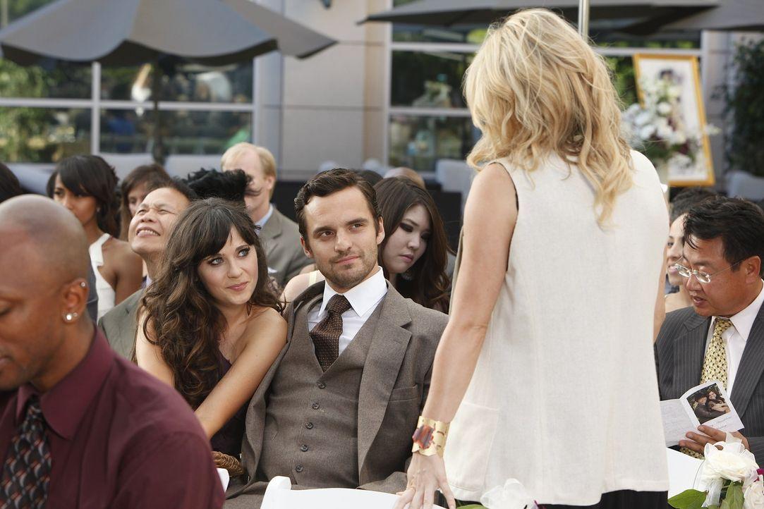 Wie befürchtet, trifft Nick (Jake M. Johnson, M.) auf seine Ex-Freundin Caroline (Mary Elizabeth Ellis, r.) - doch Jess (Zooey Deschanel, l.) macht... - Bildquelle: 20th Century Fox
