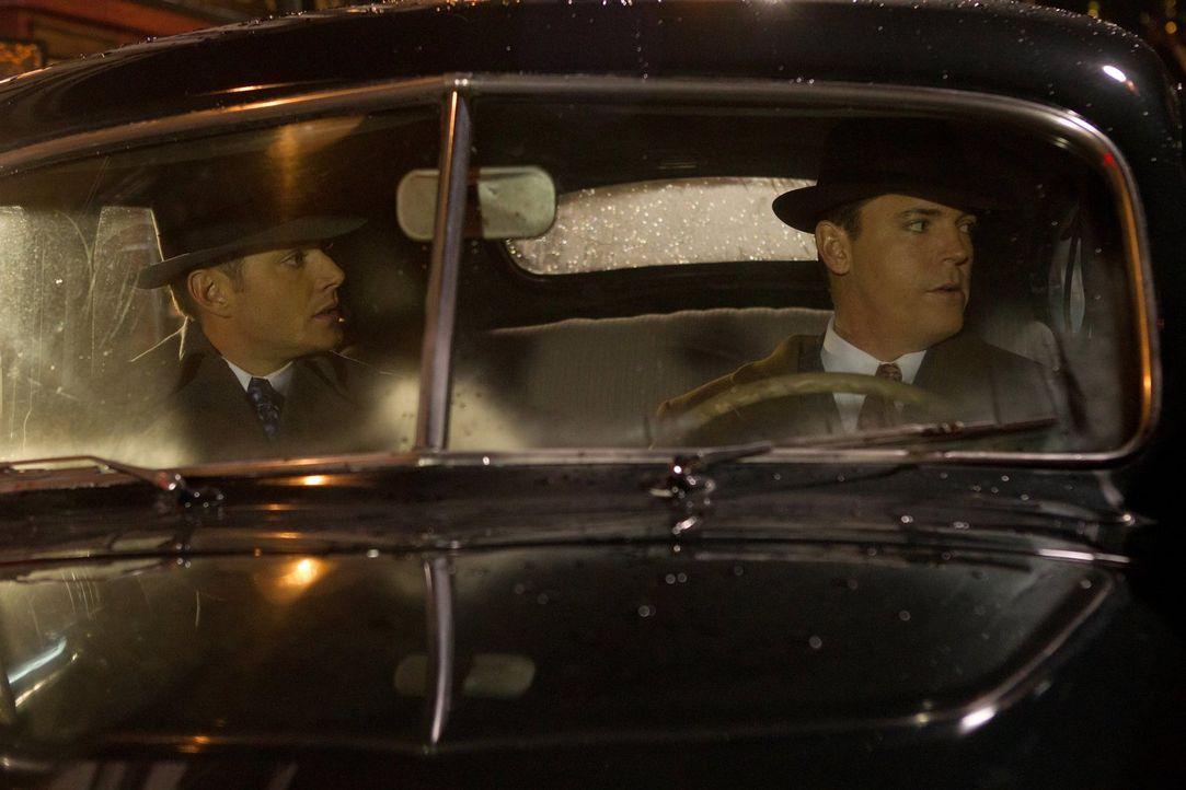 Im Jahr 1944 trifft Dean (Jensen Ackles, l.) auf Eliot Ness (Nicholas Lea, r.) ... - Bildquelle: Warner Bros. Television