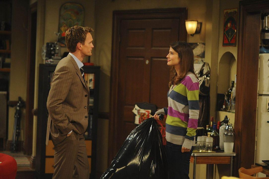 """Seit Robin (Cobie Smulders, r.) und Ted zusammen leben, streiten sie sich am laufenden Band. Um dem aus dem Weg zu gehen, beschließen sie """"Freunde... - Bildquelle: 20th Century Fox International Television"""