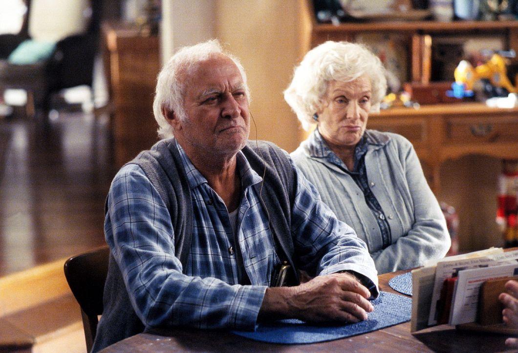 Victor (Robert Loggia, l.) und Ida (Cloris Leachman, r.) werden von ihrer Tochter zur Rede gestellt. - Bildquelle: TM +   2000 Twentieth Century Fox Film Corporation. All Rights Reserved.