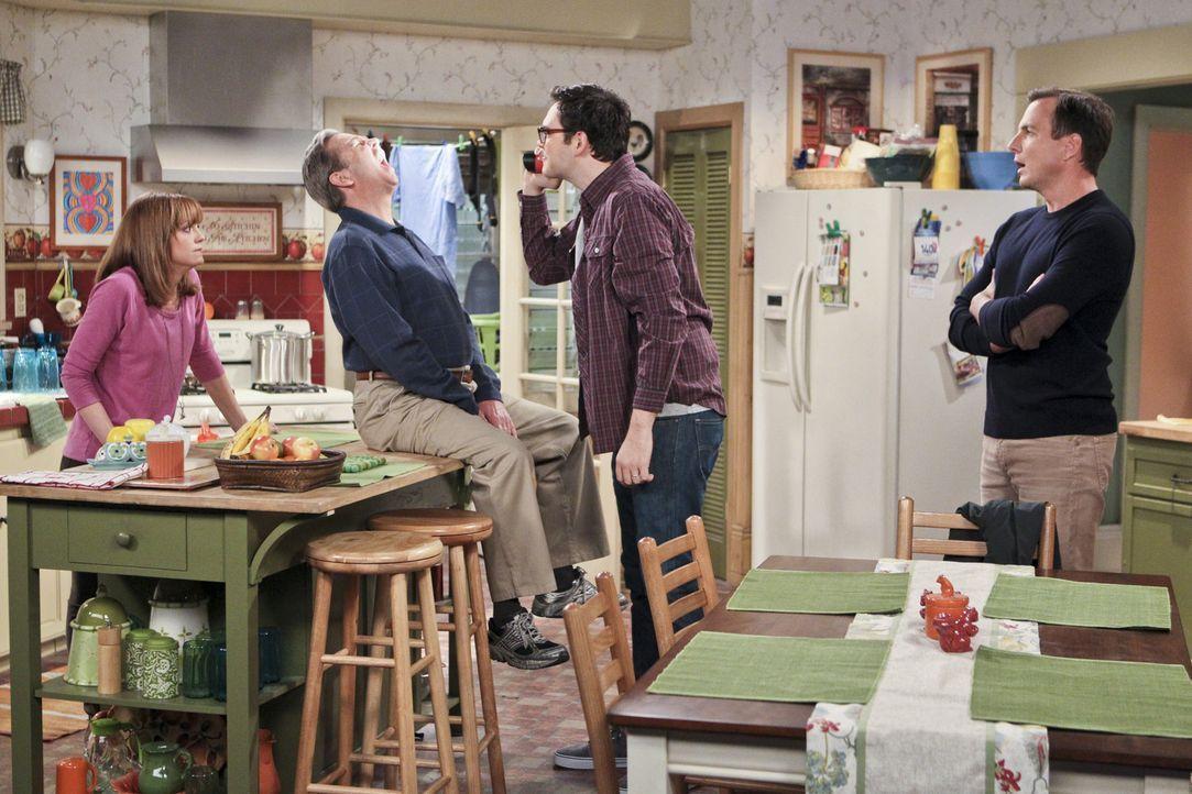 Die Familienmitglieder Nathan (Will Arnett, r.), Adam (Nelson Franklin, 2.v.r.), Tom (Beau Bridges, 2.v.l.) und Debbie (Jayma Mays, l.) planen eine... - Bildquelle: 2013 CBS Broadcasting, Inc. All Rights Reserved.
