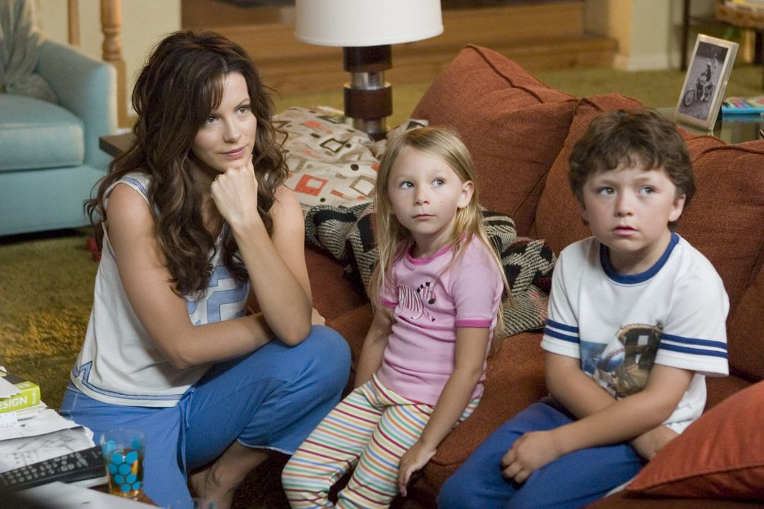 Der stets gestresste Michael Newman hat eine reizende Familie: seine Frau Donna (Kate Beckinsale, l.), Tochter Samantha (Tatum McCann, M.) und Sohne... - Bildquelle: Sony Pictures Television International. All Rights Reserved.
