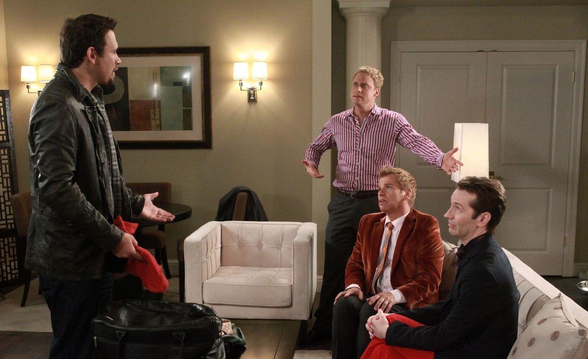George (Jeremy Sisto, l.) gewinnt einen All-inclusive-Aufenthalt in einem Hotel in Atlantic City und lädt Noah (Alan Tudyk, 2.v.l.), Fred, Tom (Tod... - Bildquelle: Warner Bros. Television