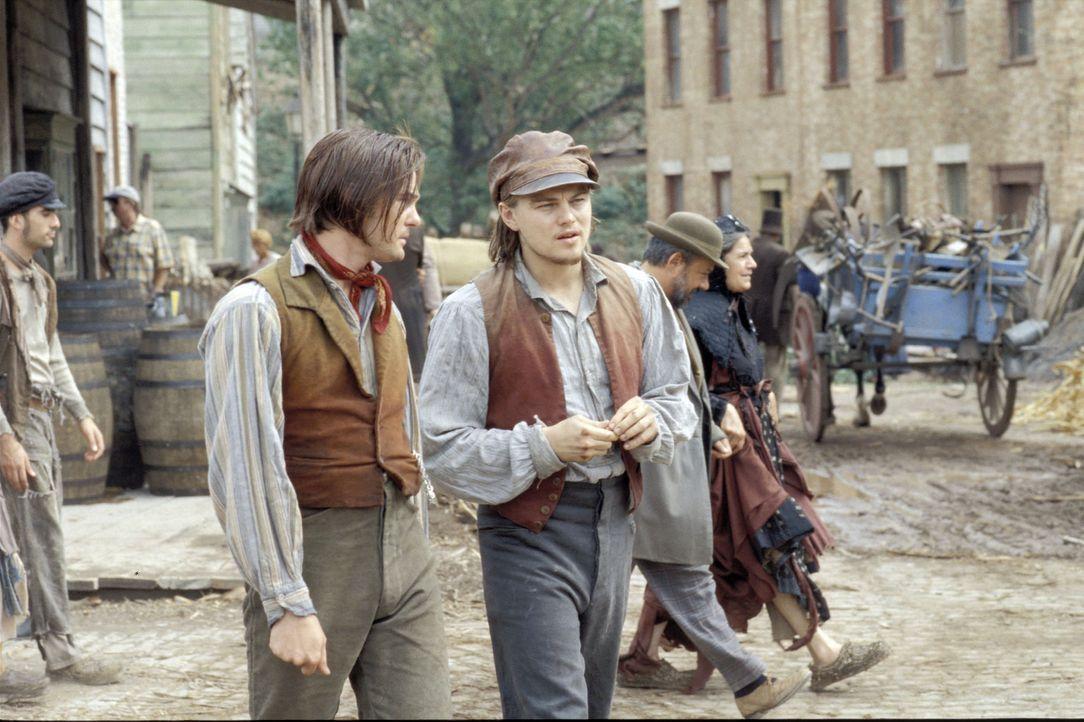 """Johnny Sirocco (Henry Thomas, l.) der inzwischen - wie alle im Viertel - für Bill """"The Butcher"""" Cutting arbeitet, erkennt in Amsterdam Vallon (Leon... - Bildquelle: Miramax Films"""