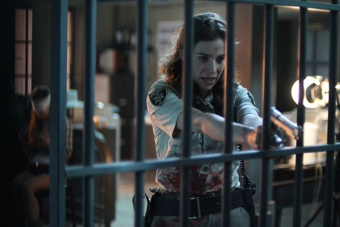 Nimmt den schier aussichtslosen Kampf gegen Maynard und die Kannibalen auf: Sheriff Angela Carter (Camilla Arfwedson) ... - Bildquelle: Constantin Film Verleih GmbH