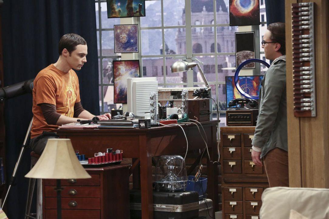 Ein neuer Esstisch soll her. Doch zum Leidwesen von Leonard (Johnny Galecki, r.) ist Sheldon (Jim Parsons, l.) mal wieder gegen eine Veränderung ... - Bildquelle: Warner Brothers