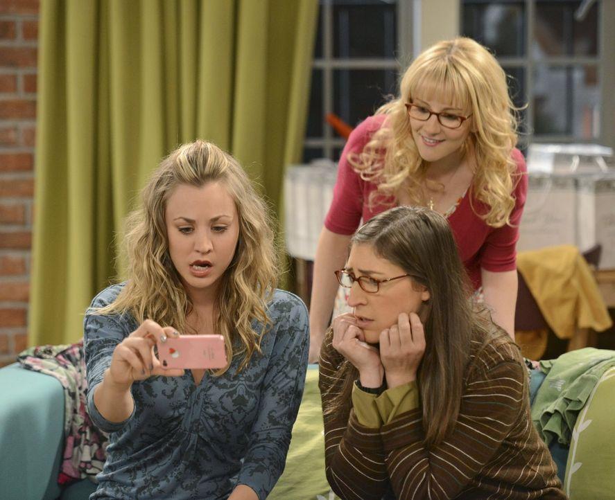 Sind geschockt über das, was sie im Internet sehen: Penny (Kaley Cuoco, l.), Amy (Mayim Bialik, r.) und Bernadette (Melisa Rauch, hinten) ... - Bildquelle: Warner Bros. Television
