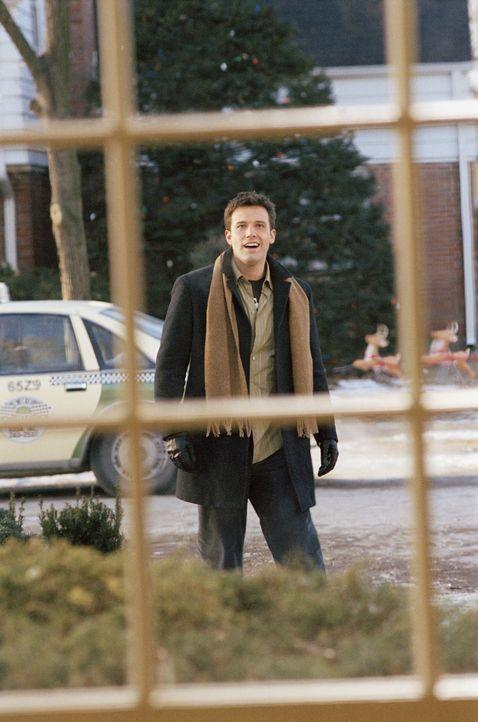 Drew Latham (Ben Affleck) sieht einem weiteren einsamen Weihnachten entgegen. Er entscheidet sich, die glücklichen Weihnachten aus Kindertagen, noch... - Bildquelle: Susanne Tenner Telepool GmbH / Susanne Tenner