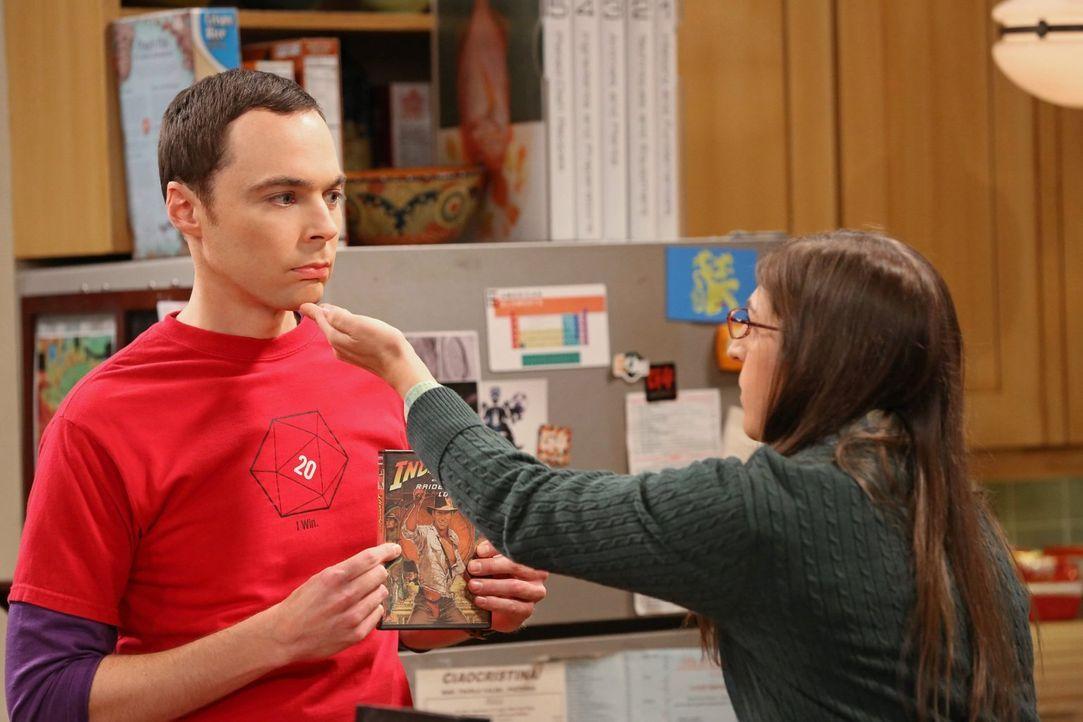 Sheldon (Jim Parsons, l.) versucht, sich an Amy (Mayim Bialik, r.) zu rächen, nachdem sie einen seiner Lieblingsfilme für ihn ruiniert hat ... - Bildquelle: Warner Bros. Television