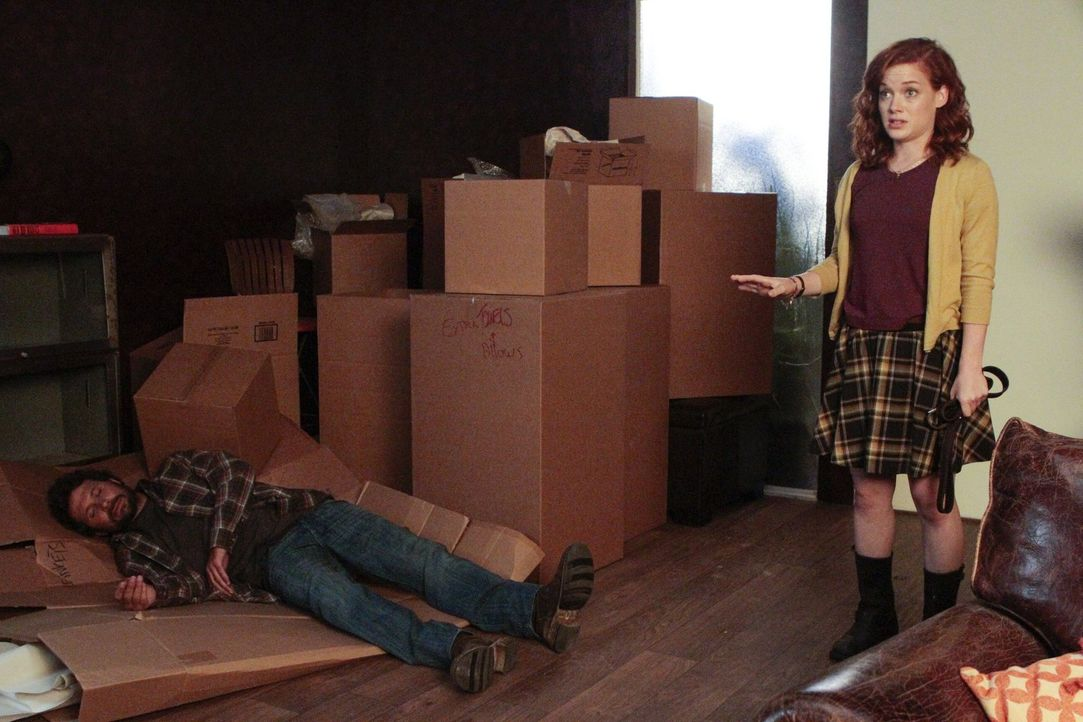 Was ist nur mit George (Jeremy Sisto, l.) und Tessa (Jane Levy, r.) los? - Bildquelle: Warner Brothers