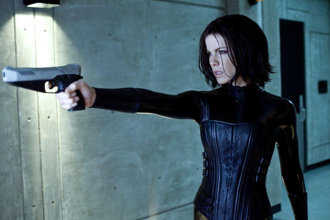 Kaum in Freiheit muss Selene (Kate Beckinsale) erfahren, dass die Menschen mittlerweile wissen, dass es Vampire und Lykaner gibt. Mit einem perfiden... - Bildquelle: 2012 Lakeshore Entertainment Group LLC. All Rights Reserved.