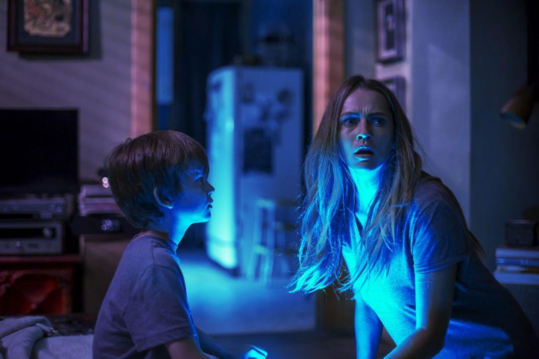 (v.l.n.r.) Martin (Gabriel Bateman); Rebecca (Teresa Palmer) - Bildquelle: Warner Bros. Entertainment Inc.