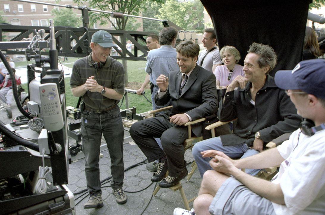 Russell Crowe, M. und Regisseur Ron Howard, l. - Bildquelle: Universal Pictures