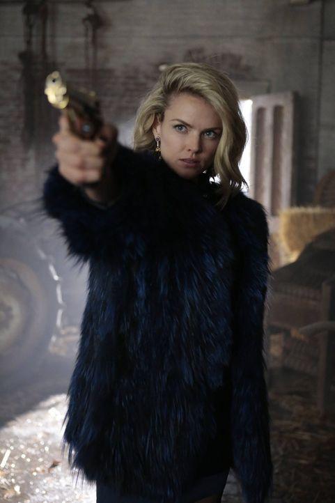 Edward Nygma hat Butch und Tabitha entführt, um sich für Isabellas Tod zu rächen. Doch als Barbara (Erin Richards) von Olga erfährt, dass Penguin in... - Bildquelle: Warner Brothers