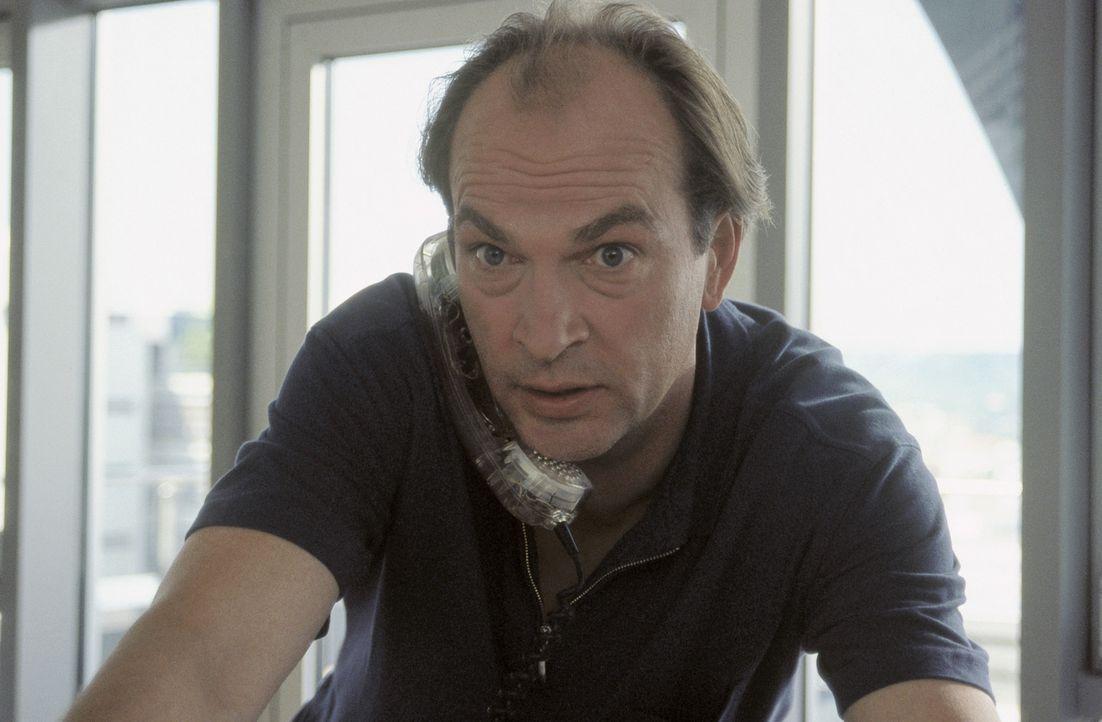 Während seine Frau eine erfolgreiche Treue-Test-Agentur führt, versucht der romantische Hallodri Sven (Herbert Knaup), Senioren an den Mann oder d... - Bildquelle: ProSieben