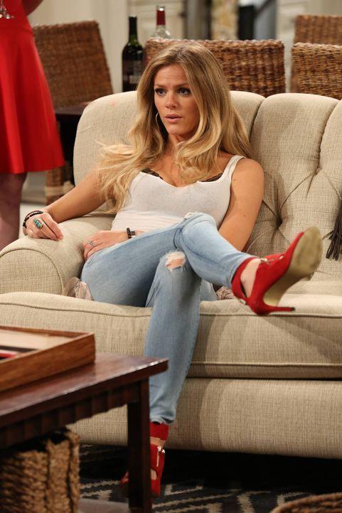 Lässt sich Jules (Brooklyn Decker) wirklich immer von ihren Männern beeinflussen? - Bildquelle: 2013 CBS Broadcasting, Inc. All Rights Reserved.