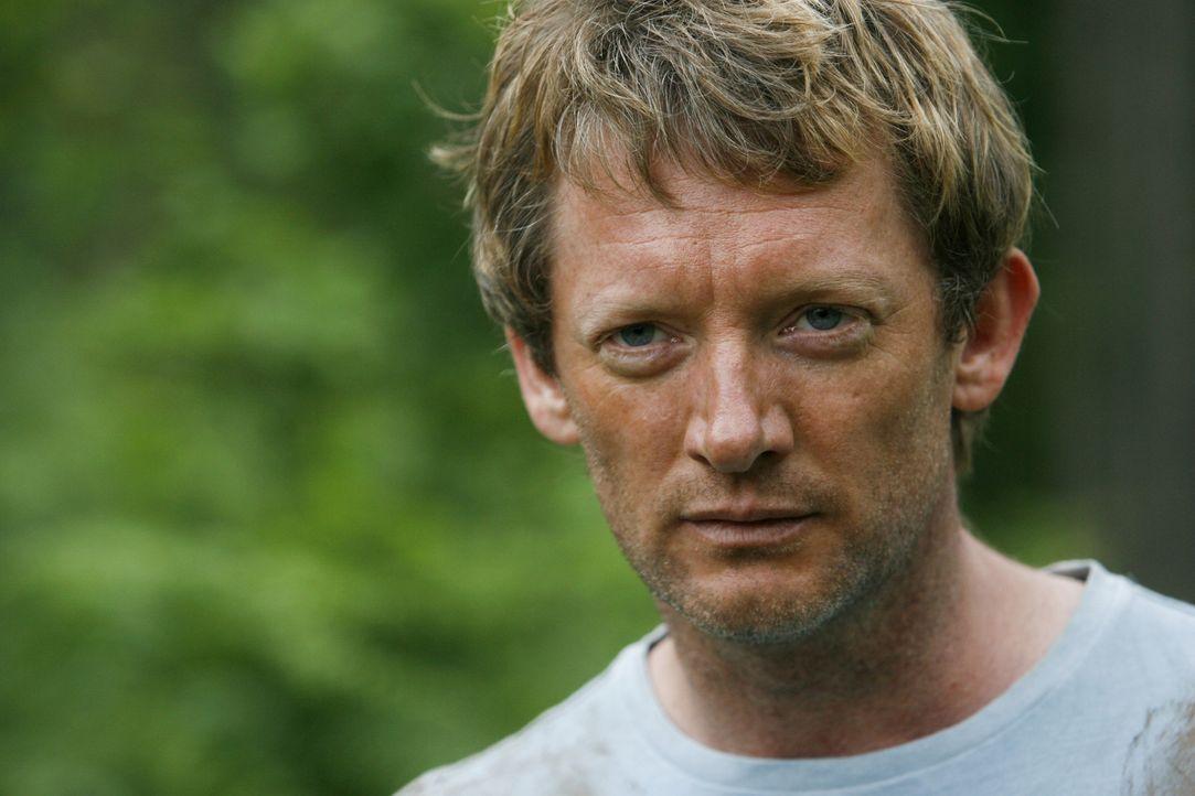 Blickt dem Monster in die Augen: Cutter (Douglas Henshall) ... - Bildquelle: ITV Plc
