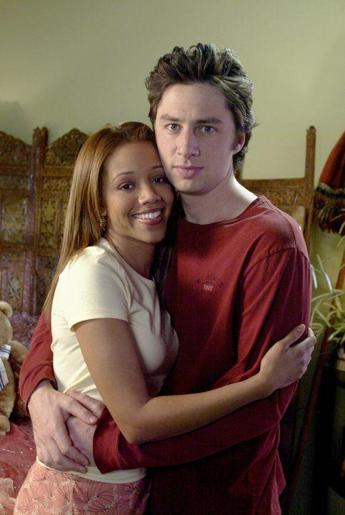 J.D. (Zach Braff, r.) wird von Carla und Turk auf die Straße gesetzt. Da seine Freundin Kylie (Chrystee Pharris, l.) immer noch nicht mit ihm schla... - Bildquelle: Touchstone Television