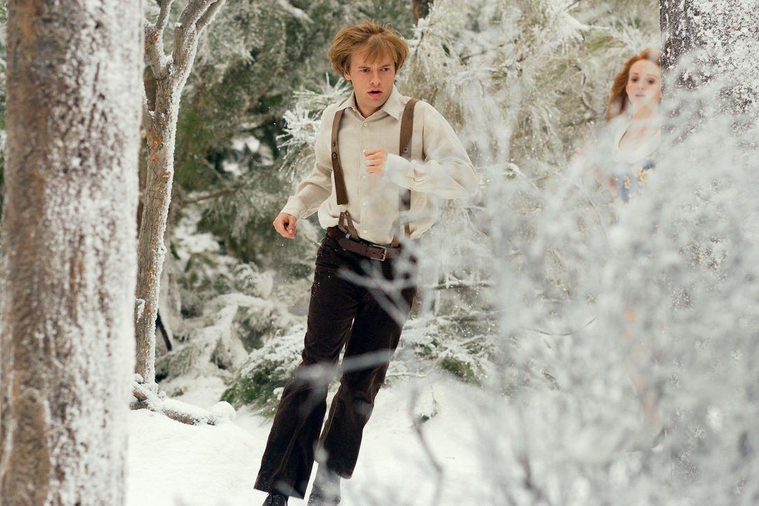 Edward (Adam Campbell, l.) und Lucy (Jayma Mays, r.) flüchten vor Willy Wonka. Dieser will partout ihre Körperteile für seine Süßigkeitenproduk... - Bildquelle: Twentieth Century-Fox Film Corporation