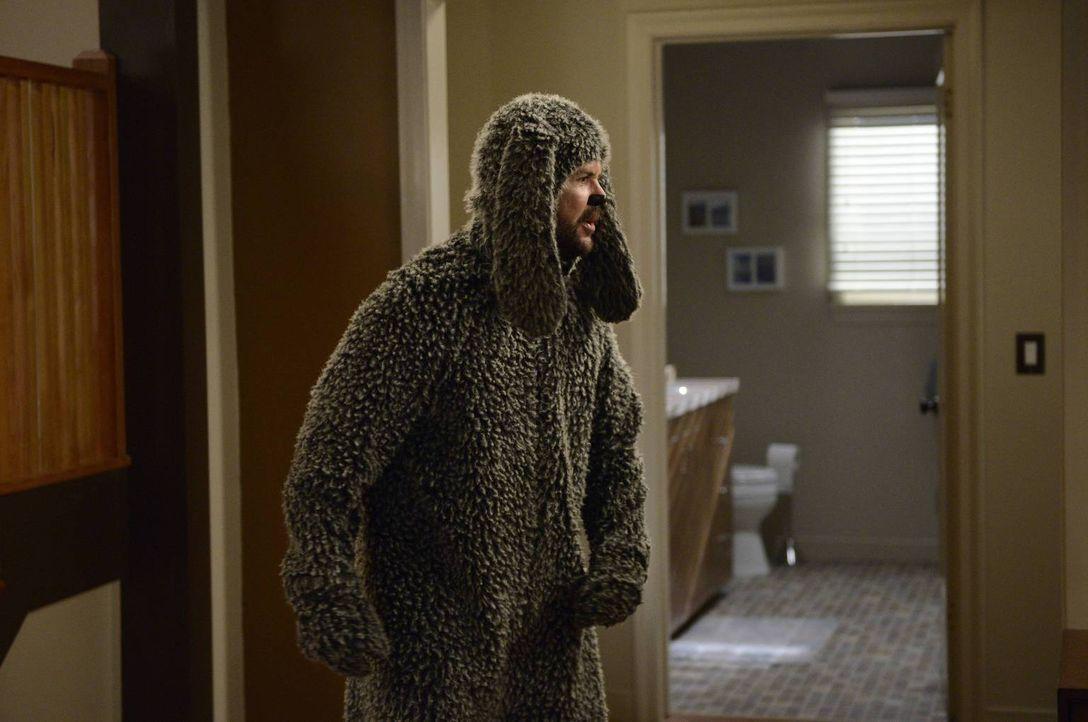 Die neue Hündin im Haus bringt Wilfred (Jason Gann) vollkommen durcheinander ... - Bildquelle: 2013 Bluebush Productions, LLC. All rights reserved.