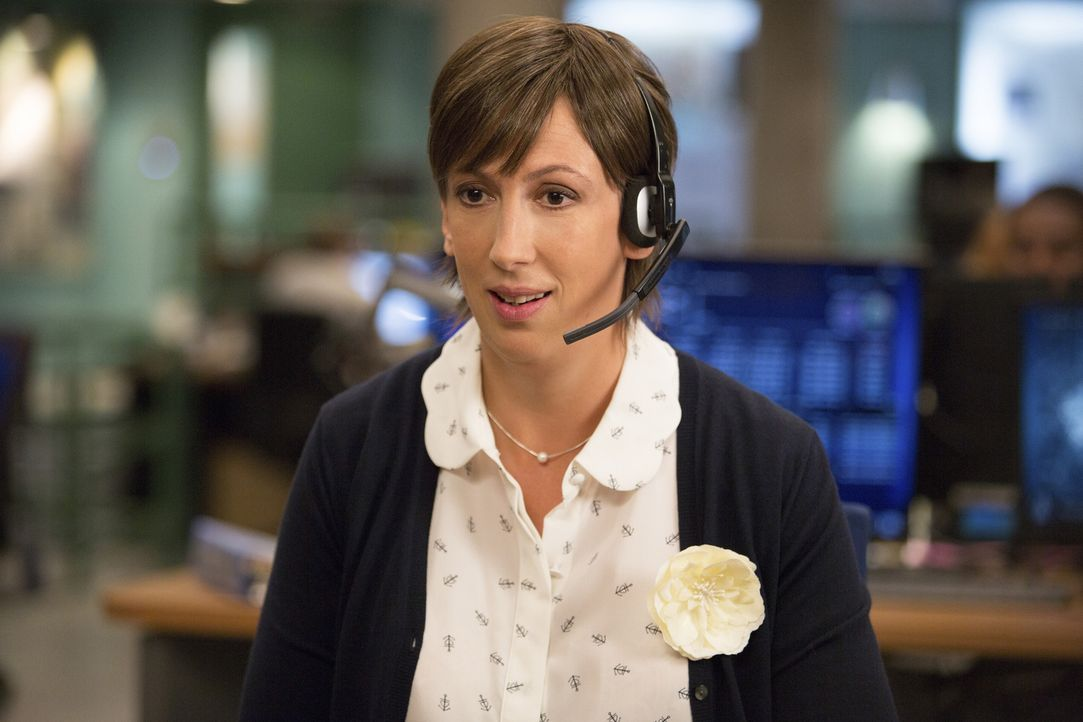 Endlich tut sich etwas in Nancys (Miranda Hart) Leben. Zunächst verfolgt sie Susans erste Schritte als aktive Spionageagentin, doch dann beschließt... - Bildquelle: 2015 Twentieth Century Fox Film Corporation.  All rights reserved.
