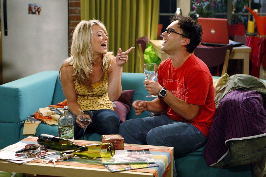 Schließlich müssen sich Penny (Kaley Cuoco, l.) und Leonard (Johnny Galecki, r.) gegenseitig eingestehen, dass der Sex für beide nicht so berausc... - Bildquelle: Warner Bros. Television