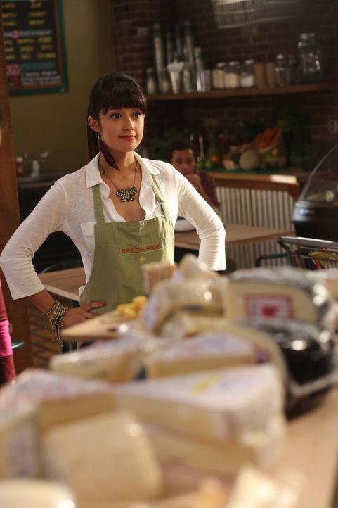 Was hält Jenn (Stephanie Hunt) davon, dass sich Polly für eine höhere Position im Laden bewerben will? - Bildquelle: 2013 American Broadcasting Companies. All rights reserved.