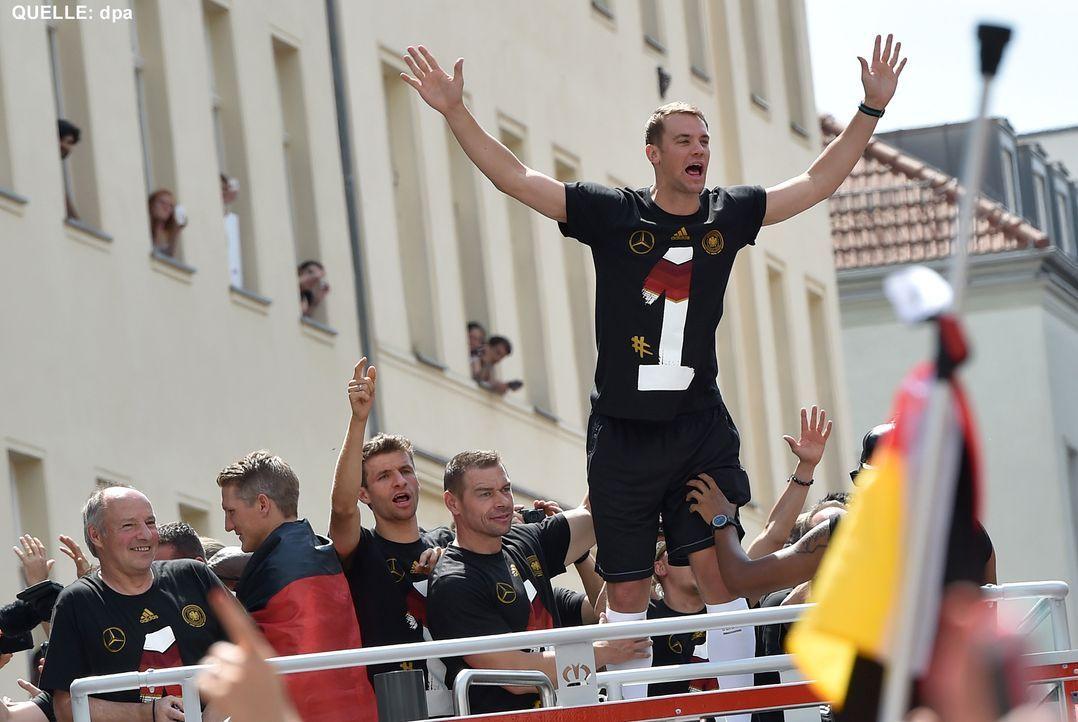 WM-ankunft-nationalmannschaft-berlin-12-140715-dpa - Bildquelle: dpa